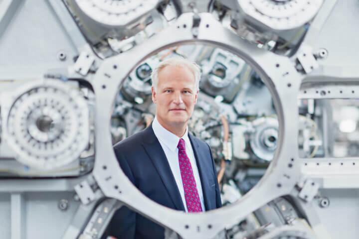 """EMO-Generalkommissar Carl Martin Welcker: """"In Hannover zeigen Firmengruppen, wie sie gemeinsam digitale Plattformen gebildet haben. Dort treten aber auch kleine Unternehmen auf, die demonstrieren, wie sie mit Konzernen kommunizieren."""""""