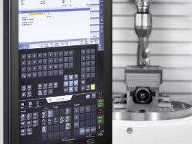 Mit dem Touch Line-Bediensystem setzt Chiron auf die vernetzte Fertigung und auf eine intuitive und interaktive Bedienung. Der Anwender erhält auch Zustandsmeldungen, die kritische Parameter anzeigen. Foto: Chiron