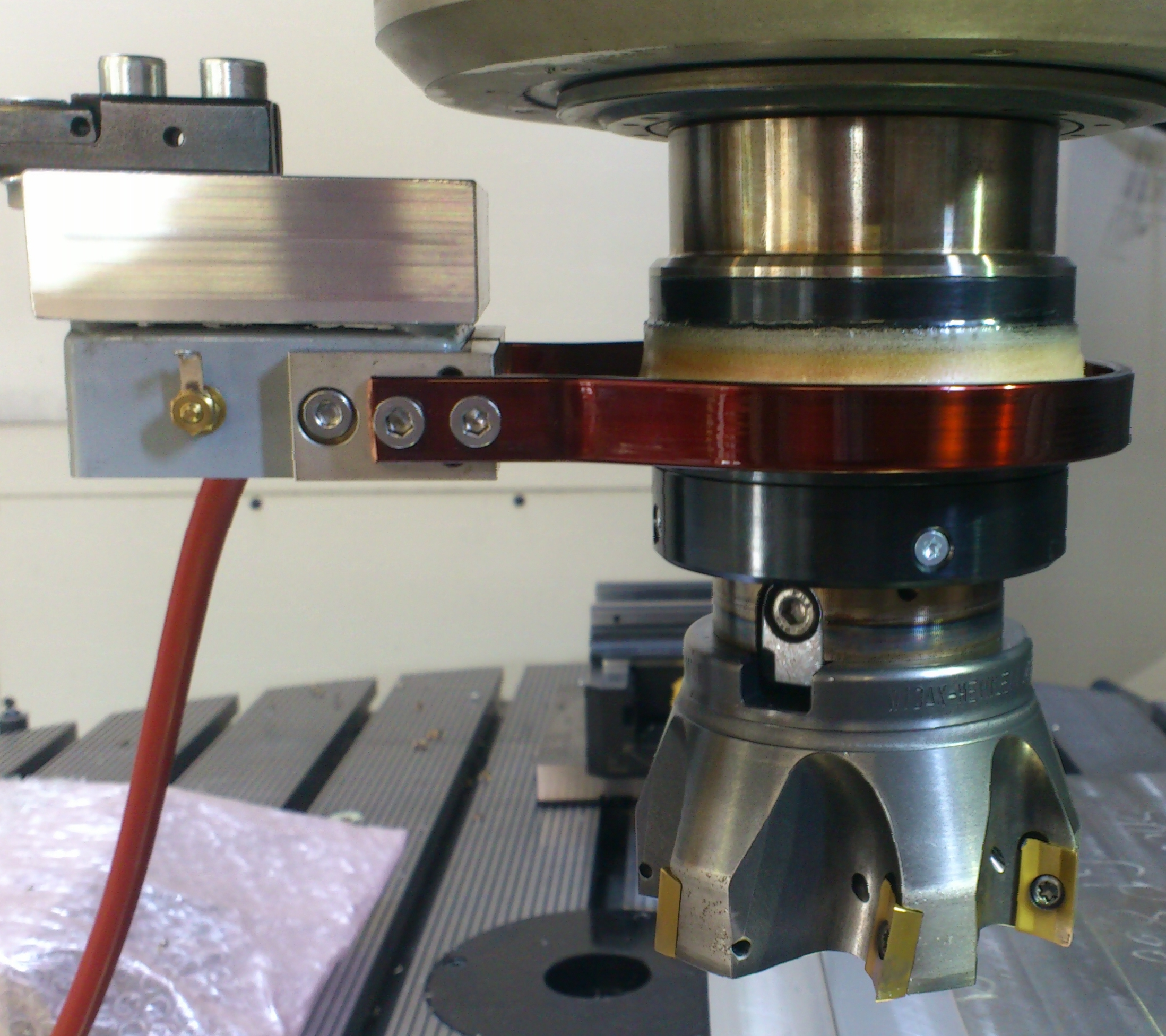 The EU DynaTool project investigated how sensors in tools and tool holders can be used to create vibration-stable cutting processes.    Photo: GFE