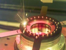 Laser machen die wettbewerbsfähige Produktion von Elektroautos überhaupt erst möglich. Im Elektromotor erfordert insbesondere der magnetisch wirkende Stator einen hohen Produktionsaufwand.