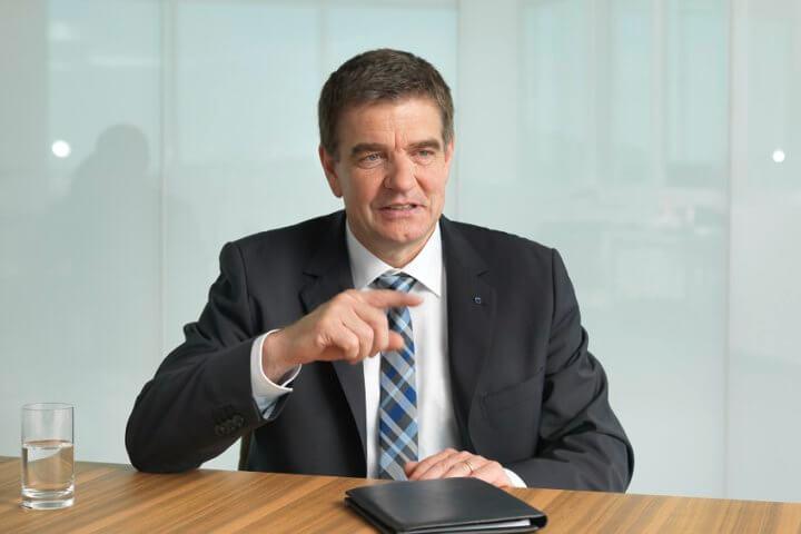 """""""Wir gehen davon aus, dass Großbritannien auch künftig deutsche Werkzeugmaschinen kaufen muss, wenn die Industrie wettbewerbsfähig bleiben will"""", sagt Dr. Heinz-Jürgen Prokop auf der Jahrespressekonferenz des VDW."""