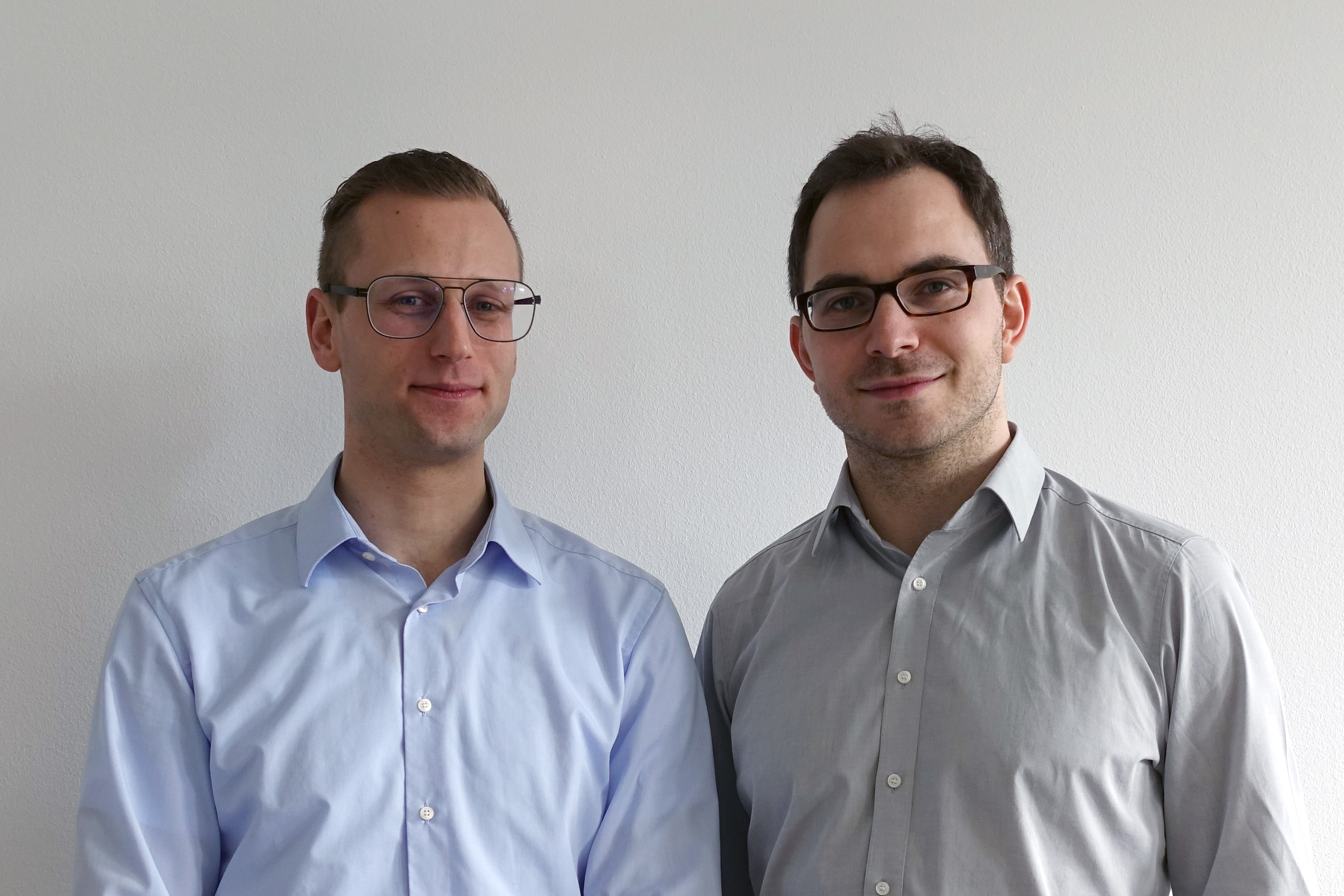 "Theo Steininger (left) and Maksim Greiner, founders of Erium GmbH, Garching: Is the greater spindle wear resulting from working close to edges worthwhile? ""The AI program would also take soft factors such as customer relationships into account."" Photo: Erium"