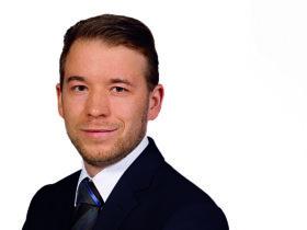 """Dr. Raphael Rohde, Mitarbeiter der Phoenix Contact, Blomberg: """"Die durch das vernetzte Spritzgießwerkzeug generierten Herstellungs- sowie Produktionsinformationen sind stets und umfassend verfügbar."""" Foto: Phoenix Contact"""
