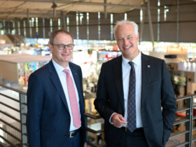 Carl Martin Welcker, EMO General Commissioner, (r) and Dr. Wilfried Schäfer, CEO of the EMO event organizer VDW (German Machine Tool Builders' Association), looking back on a successful EMO Hannover 2019.
