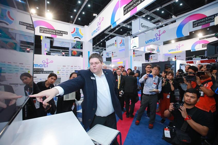 Dr. Alexander Broos auf der METALEX in Thailand