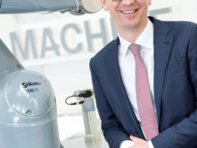 """Peter Pühringer, Division Manager at Stäubli Robotics Bayreuth: """"We now offer special protected versions of all robot kinematic systems."""" Photo: Stäubli Robotics"""