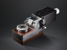 Das von Horn entwickelte JET-Wirbeln zur Herstellung von genauen und formstabilen Knochenschrauben aus Titan und rostfreien Stählen ermöglicht hohe Standzeiten und verhindert den Spänestau. Foto: Paul Horn