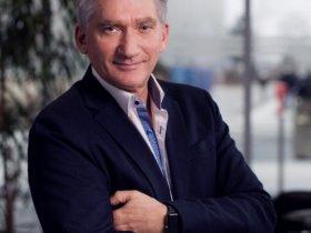 """Josef Hammer, Promotion-Manager Machine Tool Systems der Siemens AG, Nürnberg: """"Funktionen zur intelligenten Bewegungsführung erhöhen die Oberflächengüte bei gleichzeitig reduzierter Bearbeitungszeit. Dadurch sind signifikante Produktivitätssteigerungen möglich."""" Bild: Siemens"""