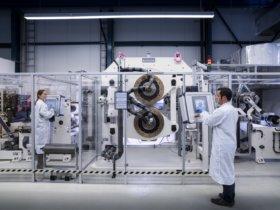 Wissenschaftler am wbk des Karlsruher Instituts für Technologie entwickelten mit Coil2Stack eine neue Methode, um Batteriezellen schneller und flexibler produzieren zu können. Quelle: Markus Breig, KIT