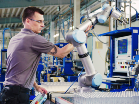 Cobots don't replace employees, they cooperate with them. Photo: Müller Maschinentechnik