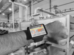 All information shown in real time on a smart watch. Photo: ifp Software GmbH