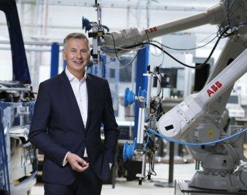 """""""Wenn wir unsere Unternehmen für künftige Krisen wappnen wollen, müssen wir bislang gängige Wirk- und Erklärungsmodelle für Prozesse innerhalb der Maschine, der Fabrik, aber auch ganzer Lieferketten überdenken"""", mahnt Prof. Robert Schmitt, Mitglied des Direktoriums des Werkzeugmaschinenlabors WZL der RWTH Aachen anlässlich der Frühjahrstagung der WGP (Wissenschaftlichen Gesellschaft für Pro-duktionstechnik) am 5. und 6. Mai 2021"""
